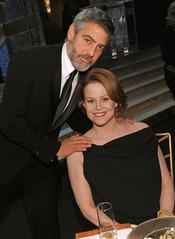 George Clooney y Sigourney Weaver