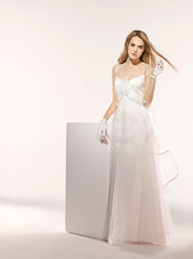 Fotos de modelos de vestidos de novia. Paris 2010 - Modelo Avana