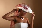 ¿Sombrero o velo para la novia?