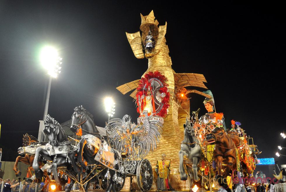 Carnaval Brasil 2010: Escuela Vila Maria, a caballo