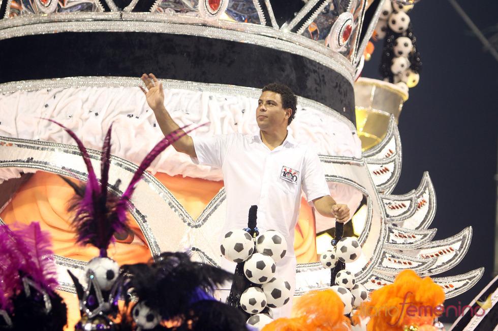Carnaval Brasil 2010: Escuela  Gavioes, con Ronaldo