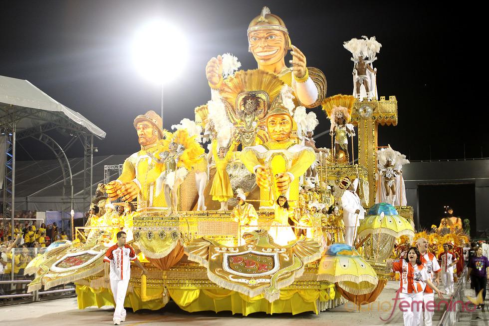 Carnaval Brasil 2010: Escuela Dragoes, estilo faraónico