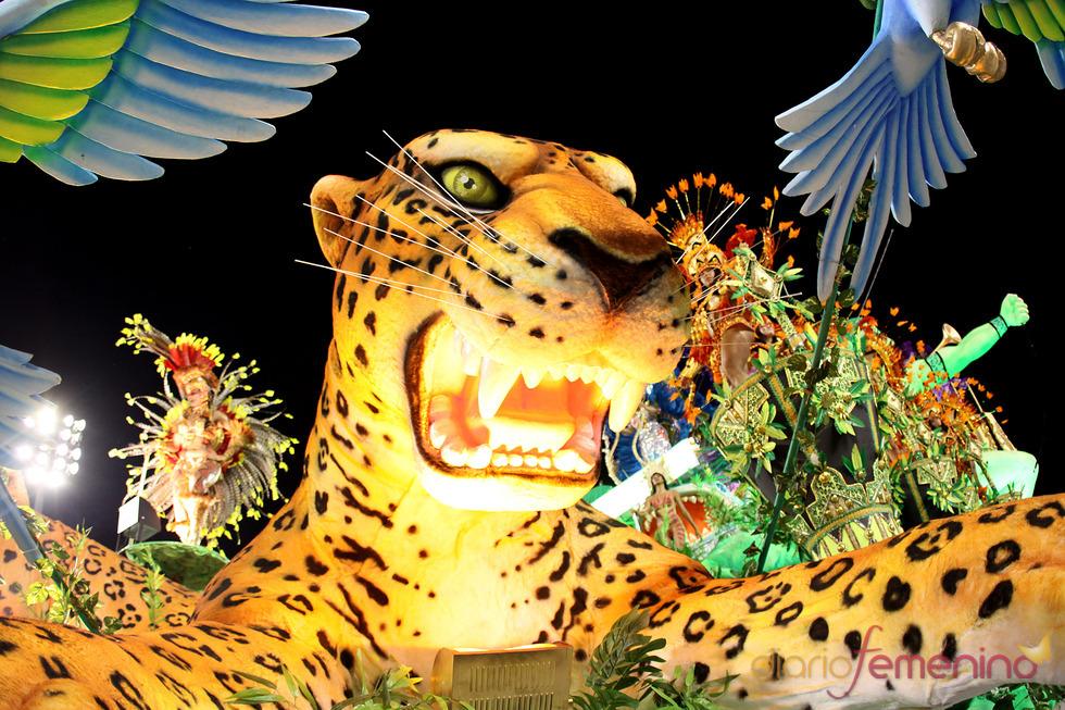 Carnaval Brasil 2010: Escuela Unidos do peruche, atigrada