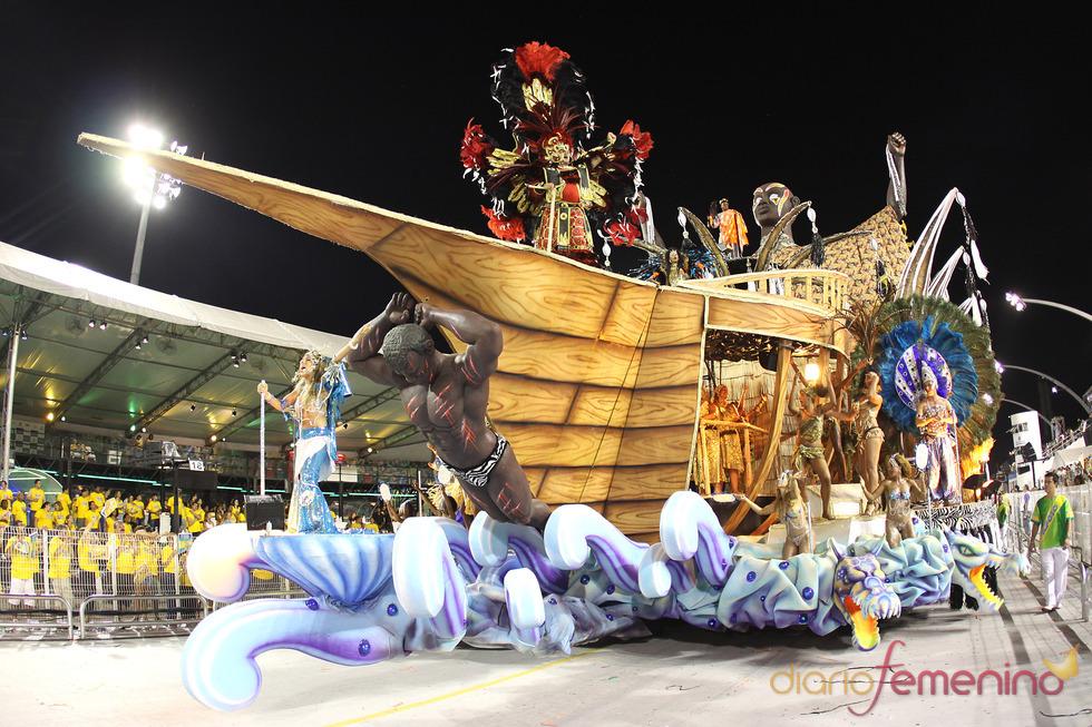 Carnaval Brasil 2010: Escuela Unidos do peruche, en barco