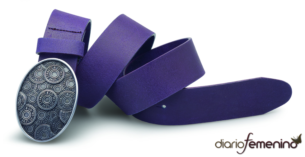 Levi's: cinturón berenjena