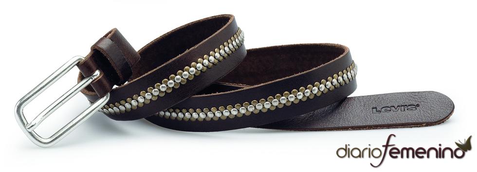 Levi's: cinturón marrón con detalles