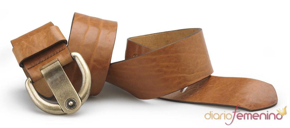 Levi's: cinturón marrón con hebilla chic