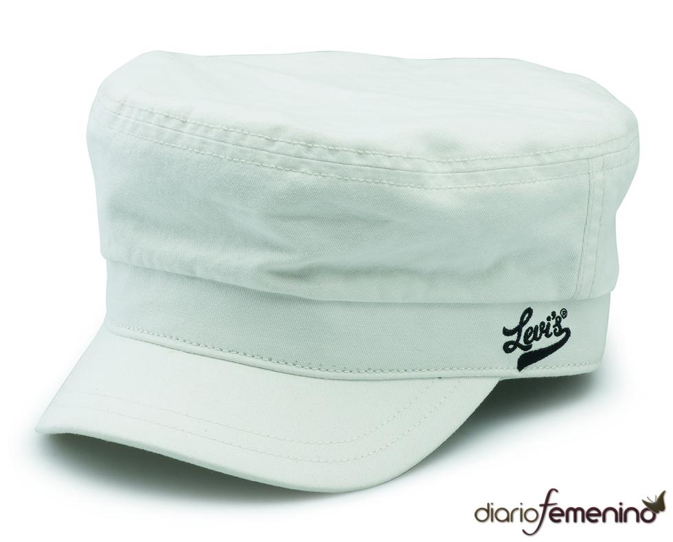 Levi's: gorra blanca estilo marinero