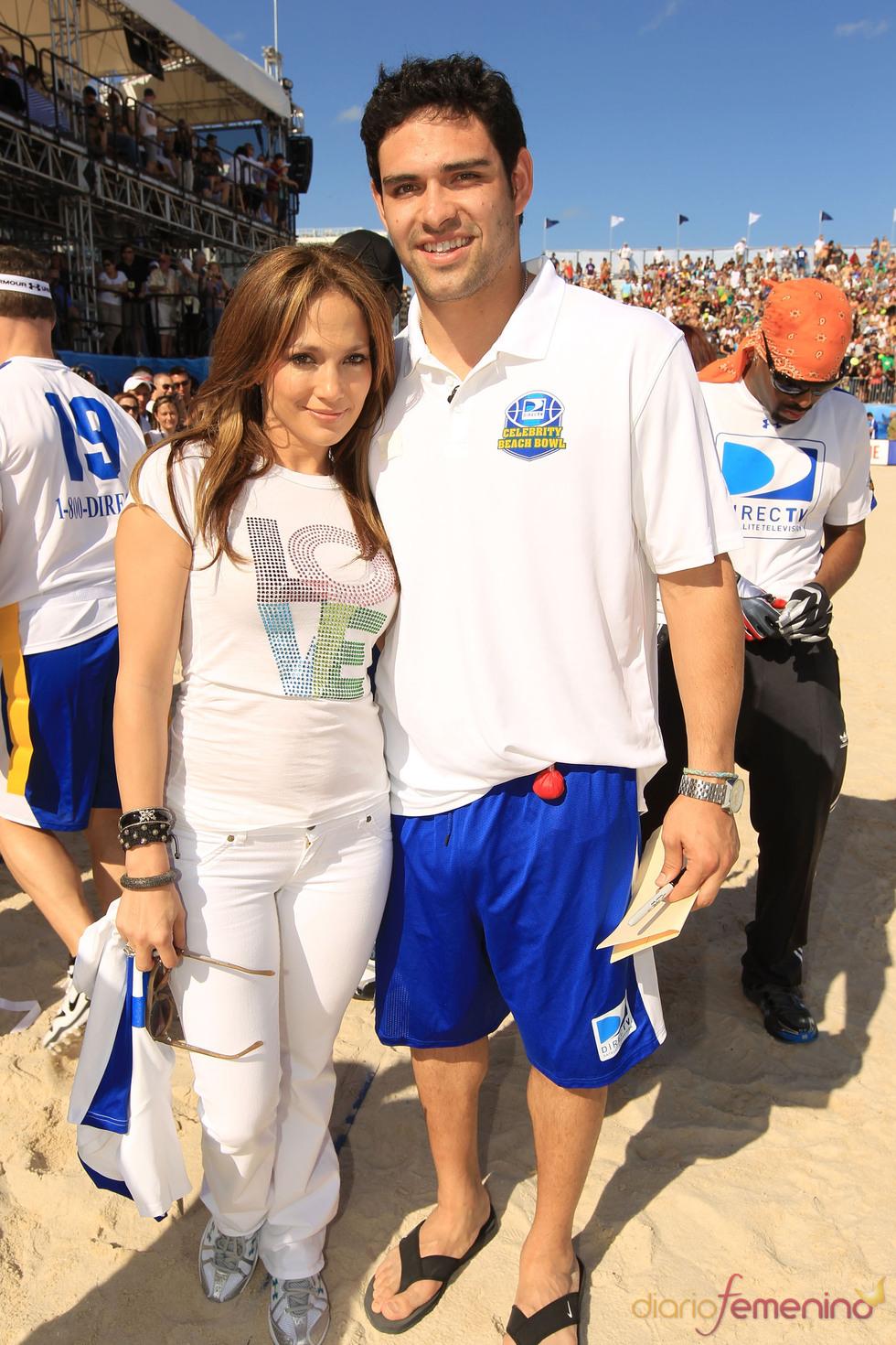 Jennifer Lopez y Mark Sanchez en la Beach Bowl 2010