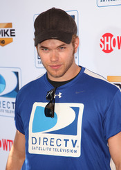 Kellan Lutz en la Beach Bowl 2010