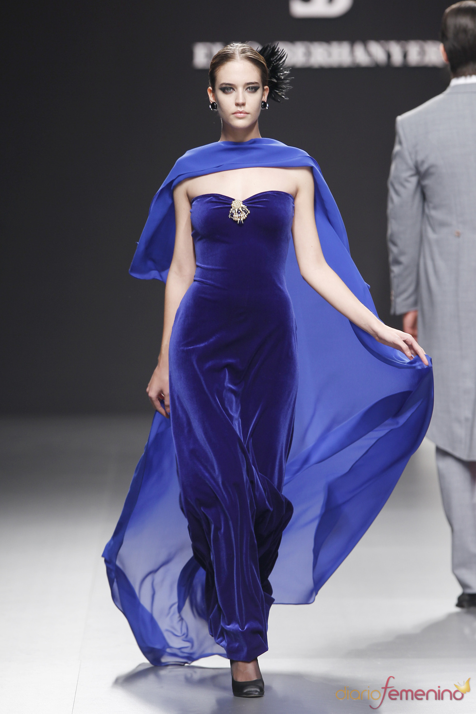 Elio Berhanyer: terciopelo azul
