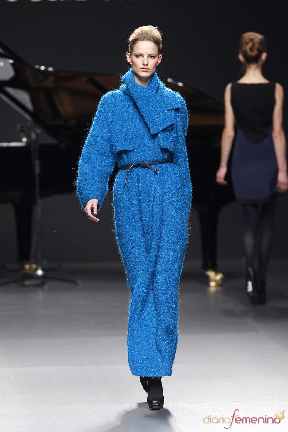 La elegancia en azul. Adolfo Domínguez - Cibeles 2010