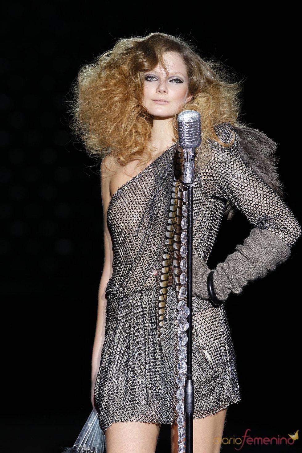 La moda muy femenina de Roberto Verino en la Pasarela Cibeles 2010