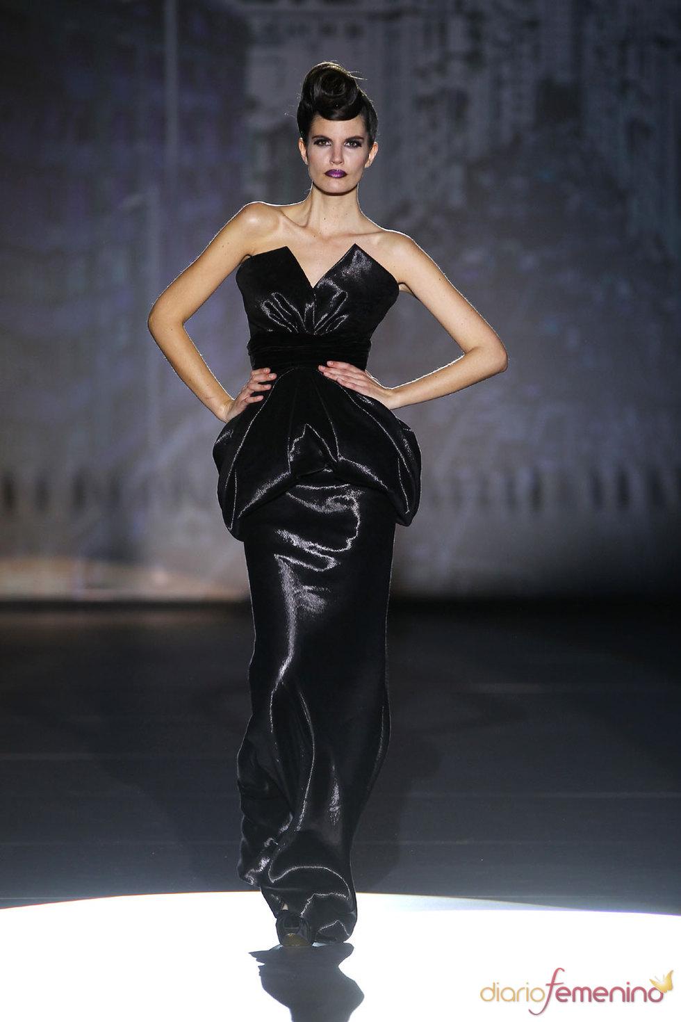 Elegancia en negro - Hannibal Laguna - Cibeles 2010