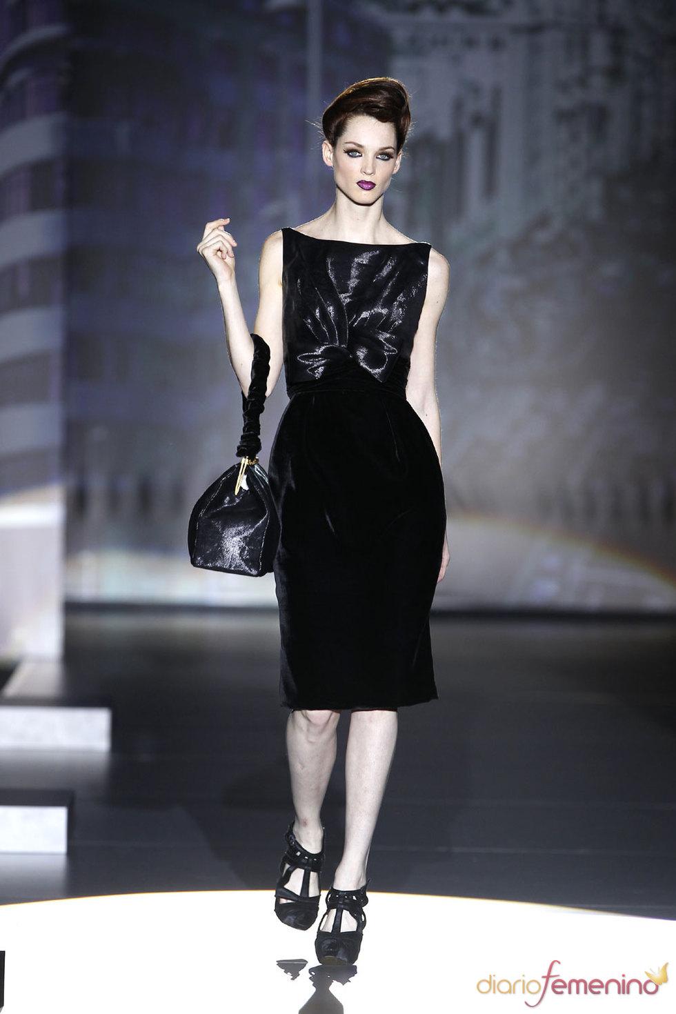 Vestidos de noche en negro absoluto - Hannibal Laguna