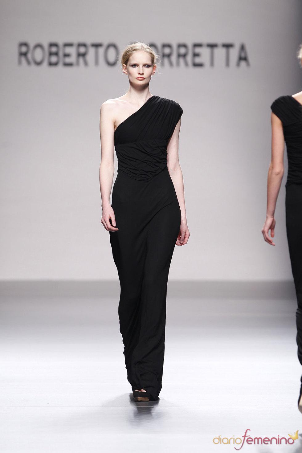 Vestido largo y elegante en negro de Roberto Torretta