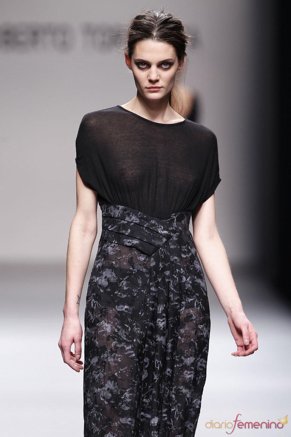 Vestido con transparencias de Roberto Torretta
