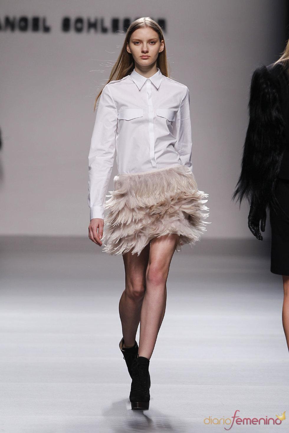 Falda de gran efecto visual de Angel Schlesser