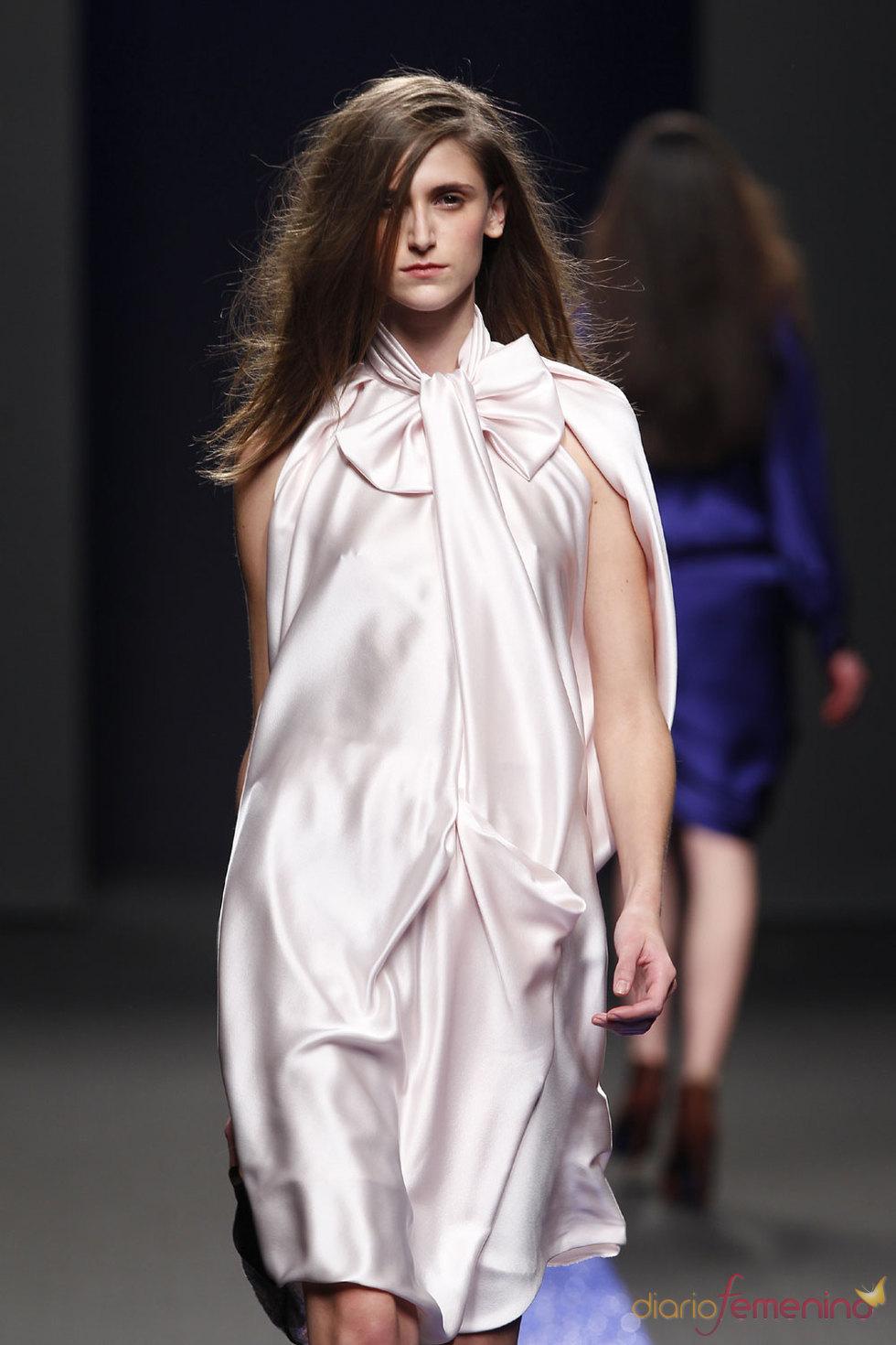 Vestido de seda de Miguel Palacio - Cibeles 2010