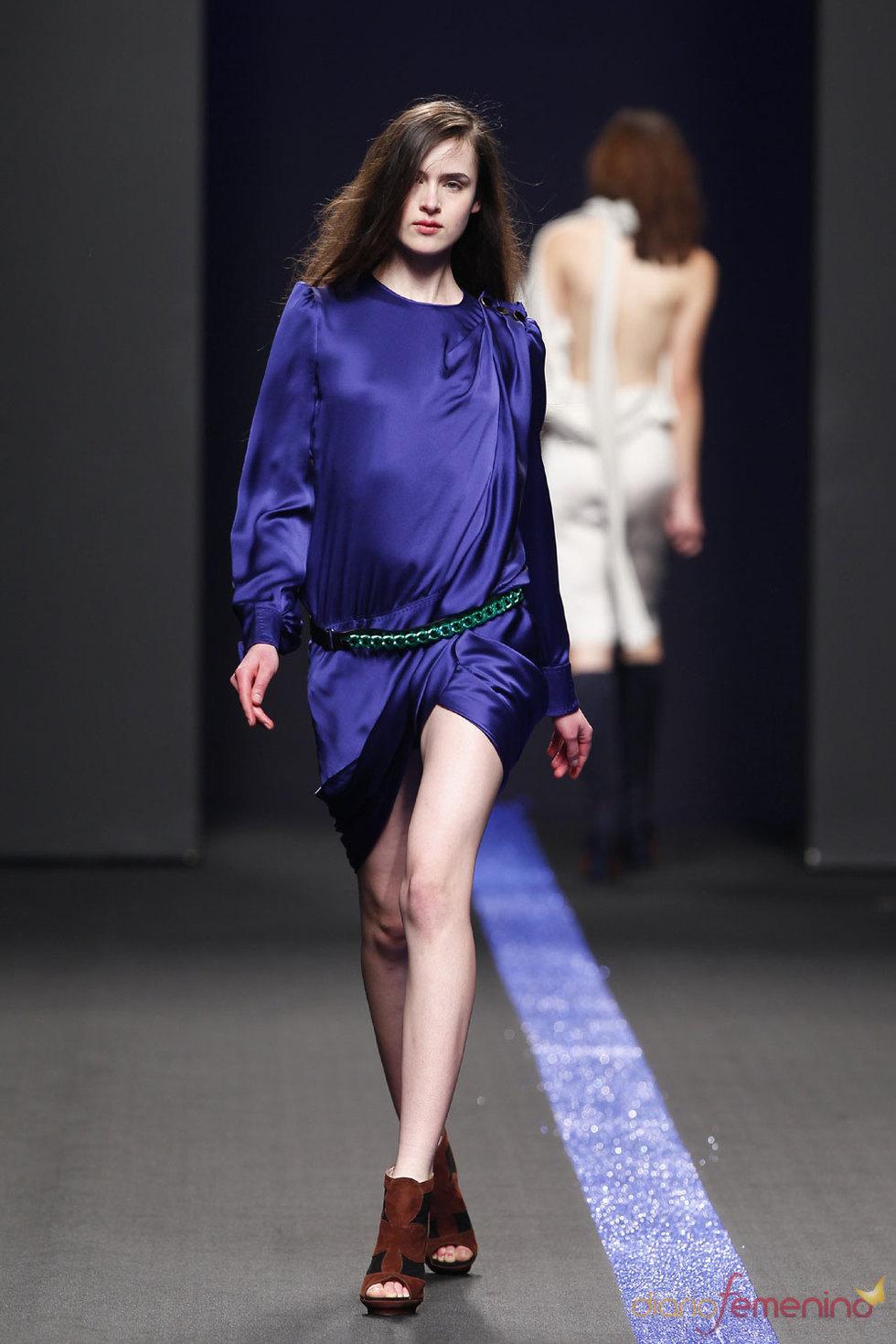 Vestido de seda azul - Miguel Palacio
