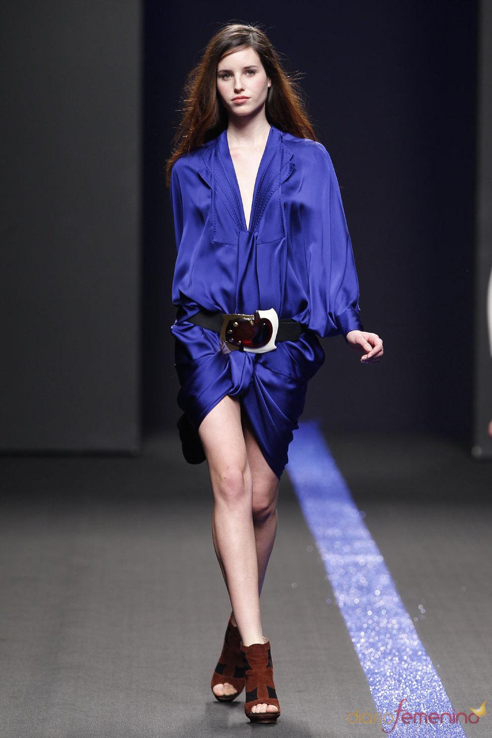 Vestido de seda de Miguel Palacio en Cibeles Fashion Week 2010