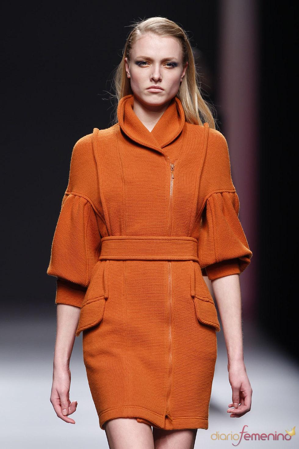 Vestido naranja butano de Miriam Ocáriz