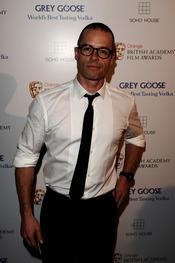 Guy Pearce en los BAFTA 2010