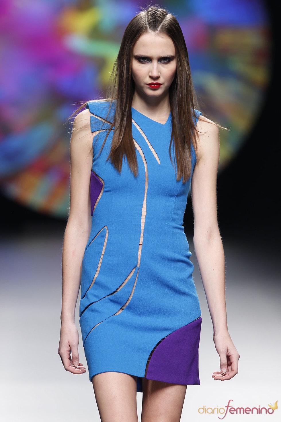 Vestido corto en azul y morado de  Ana Locking - Cibeles 2010