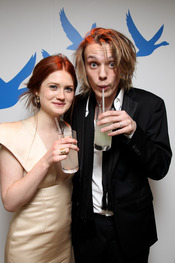 Jamie Campbell Bower y Bonnie Wright