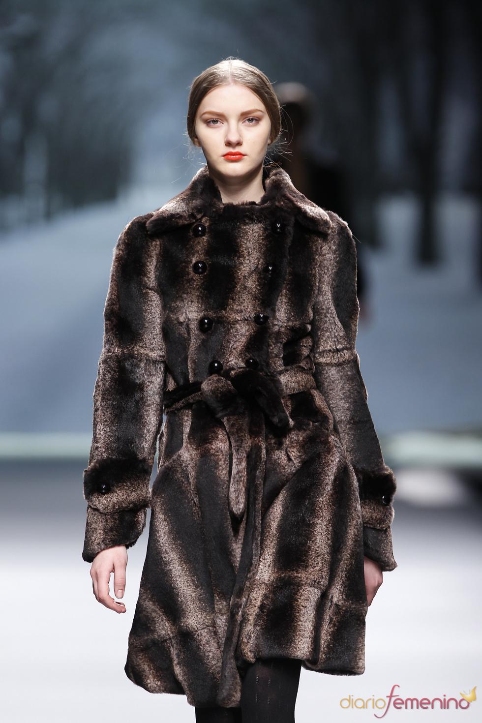Look invernal con piel de Alma Aguilar