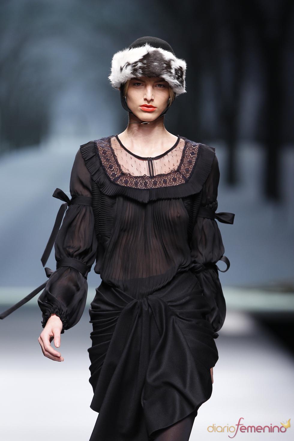 Conjunto negro y transparente de Alma Aguilar