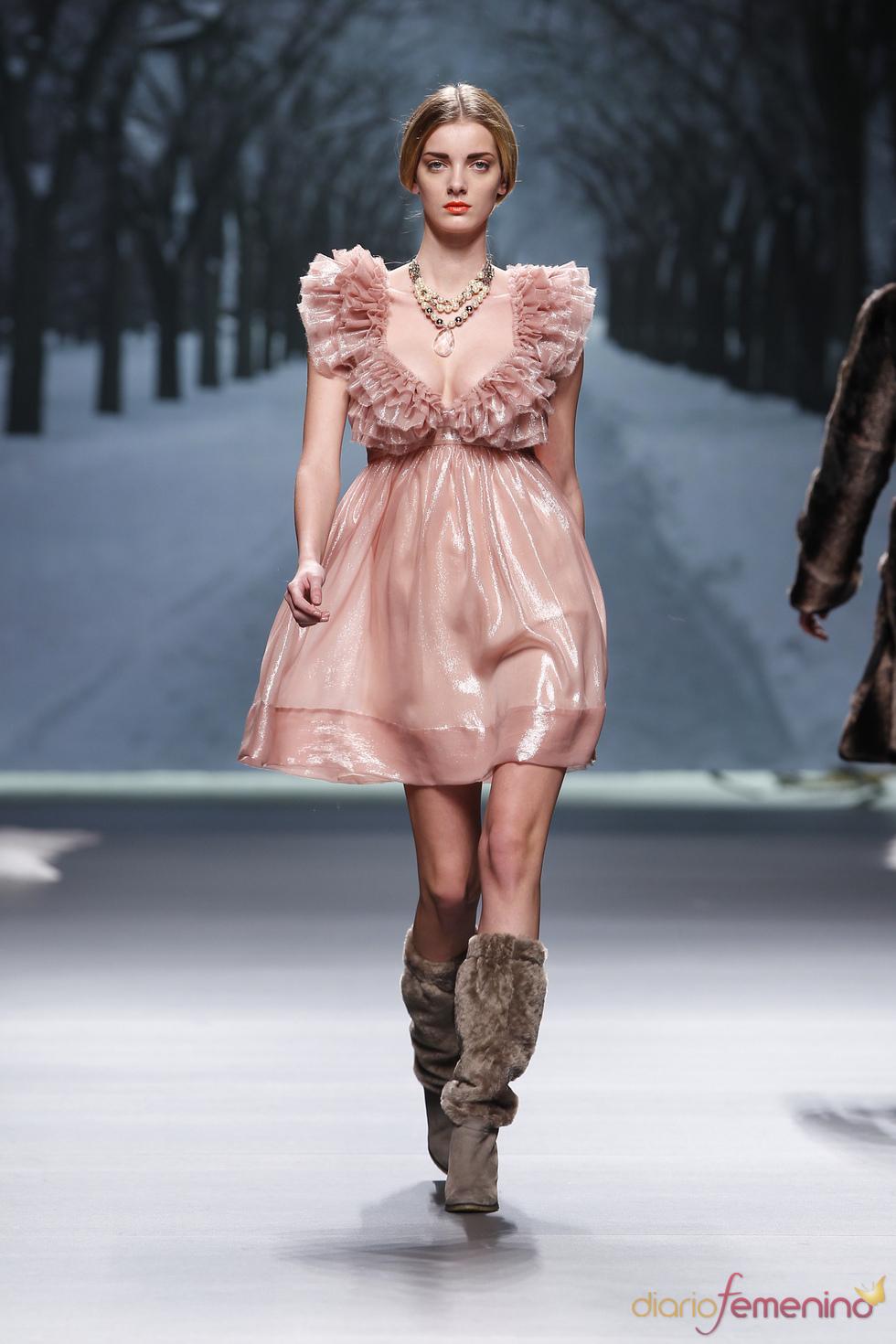 Vestido brillante de Alma Aguilar