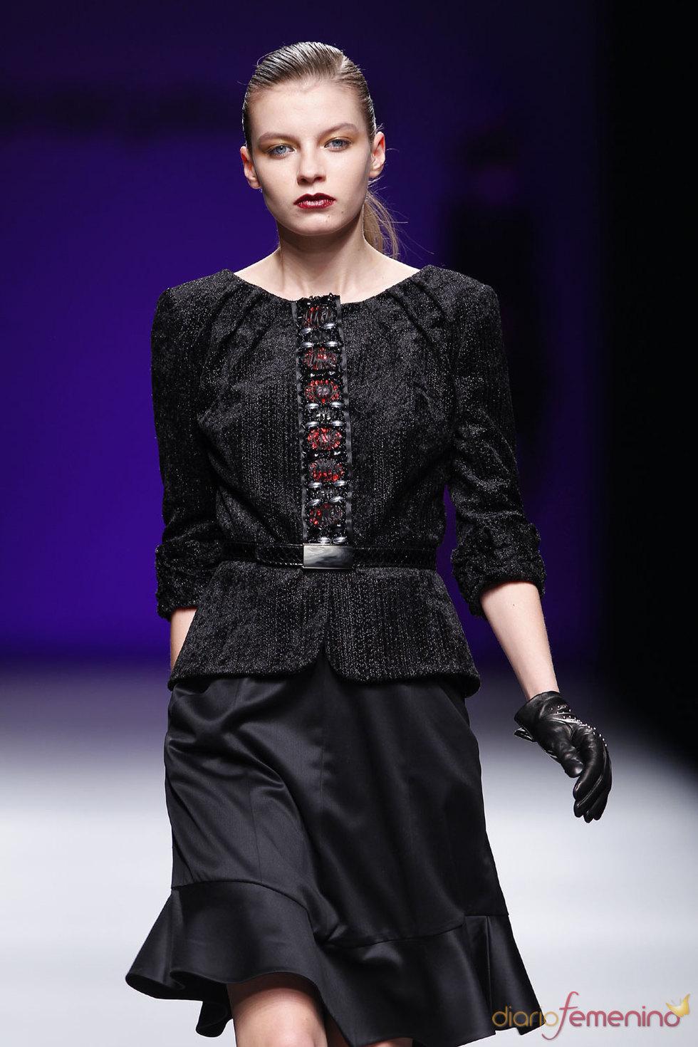 Vestido negro de Javier Larrainzar 2010-2011