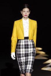 Traje de chaqueta y falda de Davidelfin - Cibeles 2010