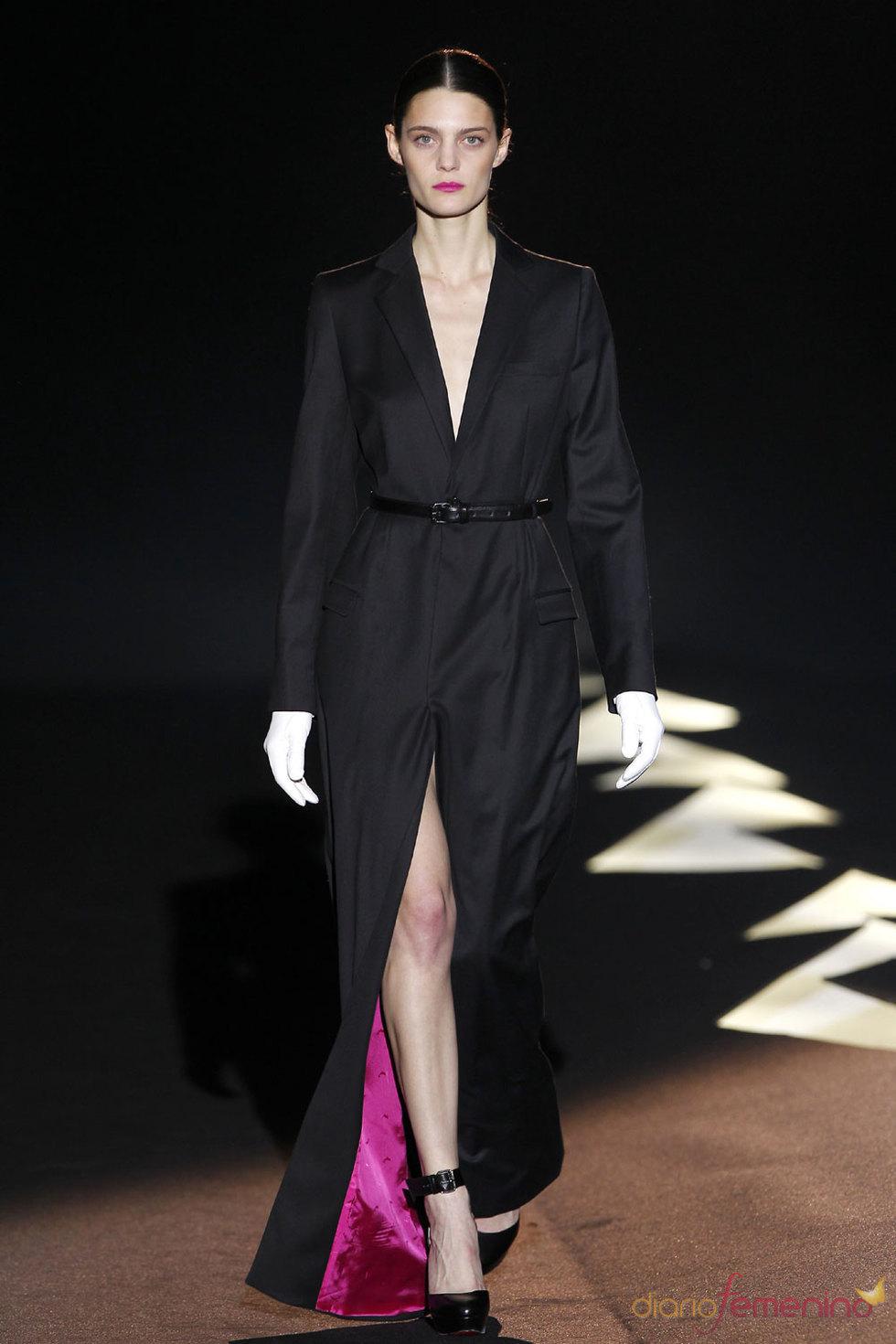 Vestido largo en negro y rosa fucsia de Davidelfin