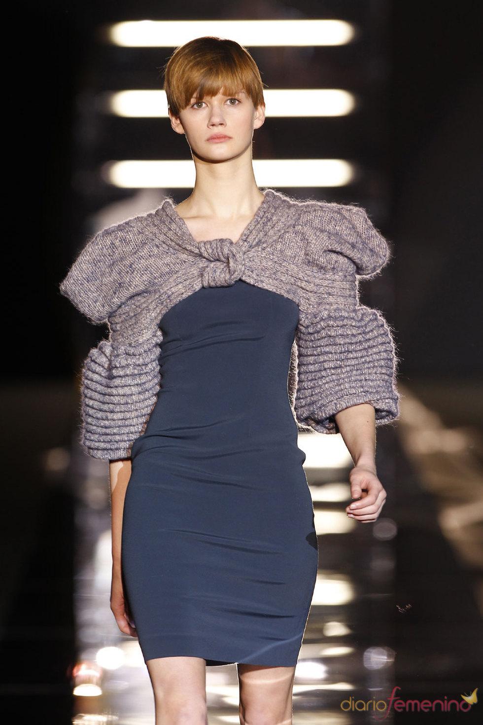 Vestido con hombreras de Sita Murt - Cibeles 2010