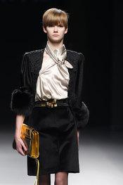 Traje de chaqueta y falda de Ion Fiz
