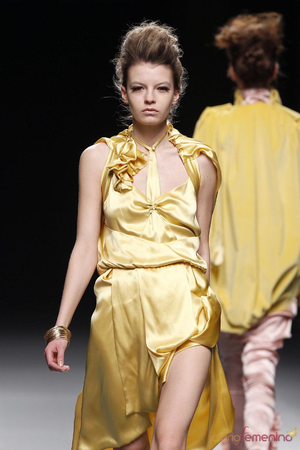 Vestido de Ion Fiz - Pasarela Cibeles 2010
