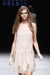 Vestido corto de Teresa Helbig - Pasarela Cibeles 2010