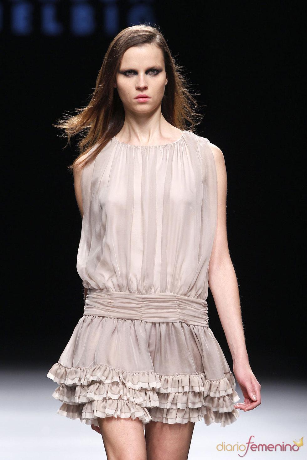 Colección sutil, ligera y sensual de Teresa Helbig en Cibeles 2010