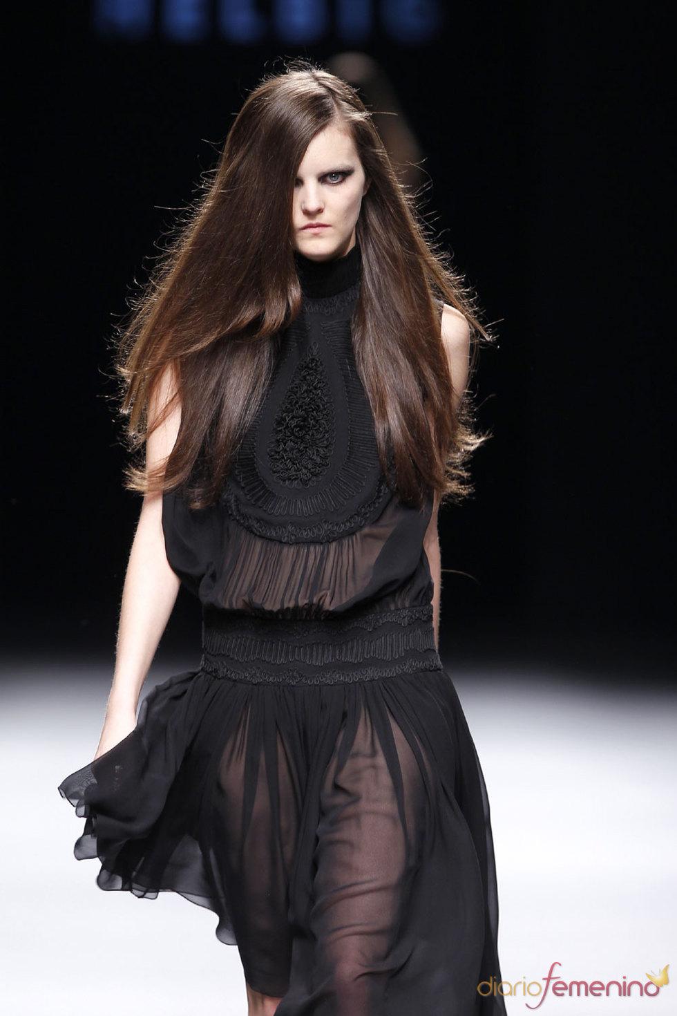 Diseño femenino y sensual de Teresa Helbig - Cibeles 2010