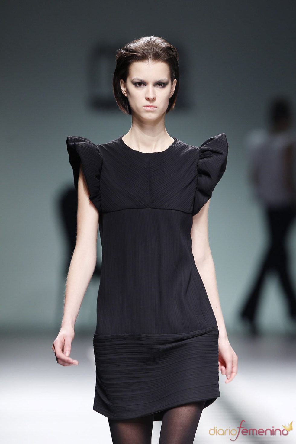 Vestido negro clásico para la noche de María Barros