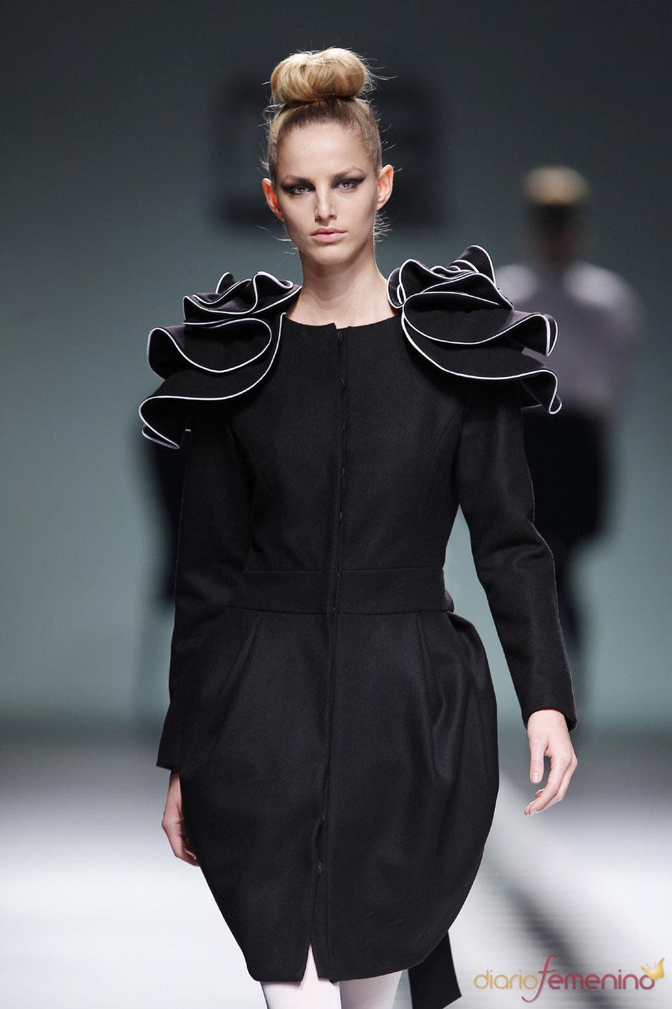 Mujeres muñecas de porcelona - María Barros en Cibeles Fashion Week