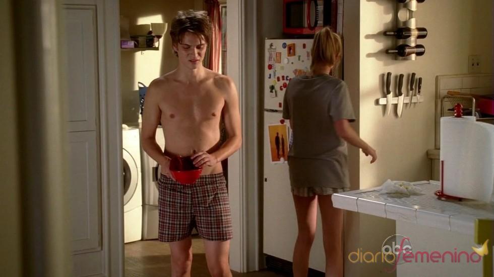 Luke Grimes en ropa interior