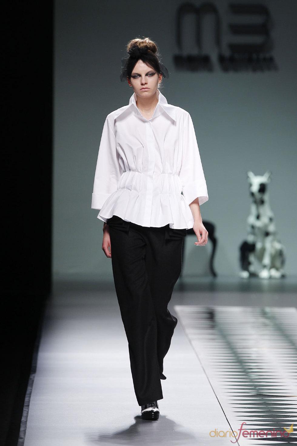 Conjunto blanco y negro de María Barros - Cibeles 2010