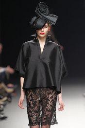 Glamour y elegancia de Juana Martín en Cibeles 2010