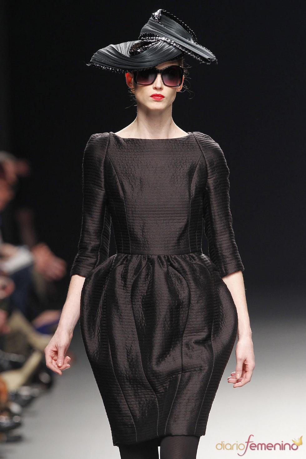 Sofisticación y elegancia de Juana Martín en Cibeles 2010
