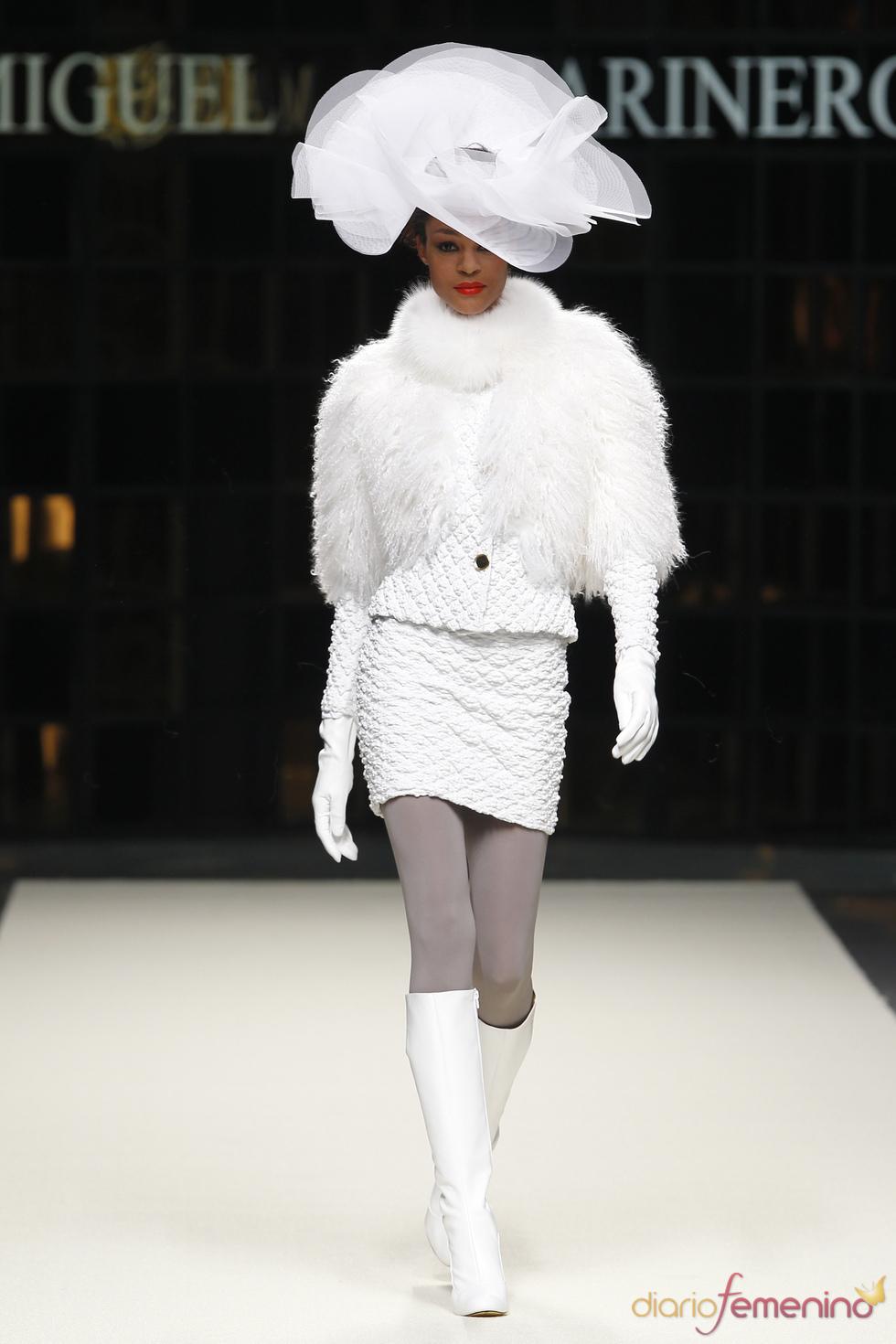 Traje de falda y chaqueta de Miguel Marinero