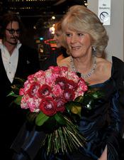 La Duquesa de Cornwall con un ramo de flores