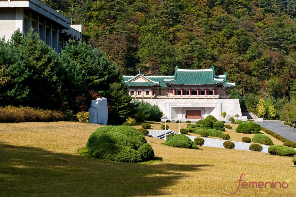 Palacio en las montañas en Corea del Norte